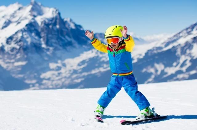 Jak naučit dítě lyžovat a nezbláznit se z toho?